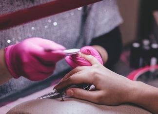 Hybrydy – opisujemy popularną metodę manicure
