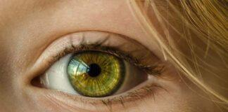 jak pielęgnować skórę wokół oczu